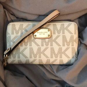 Micheal Kors wallet wristlet in vanilla